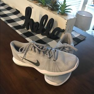 NWOT Never worn Nike Fly-wire sneakers!